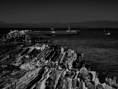 海景 傷口が開いた灯台と磯2 20170207_3061 Jogashima