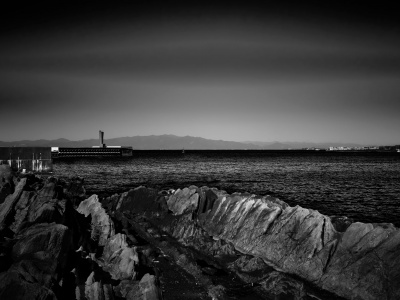 海景 傷口が開いた灯台と磯 20170207_7582 Jogashima