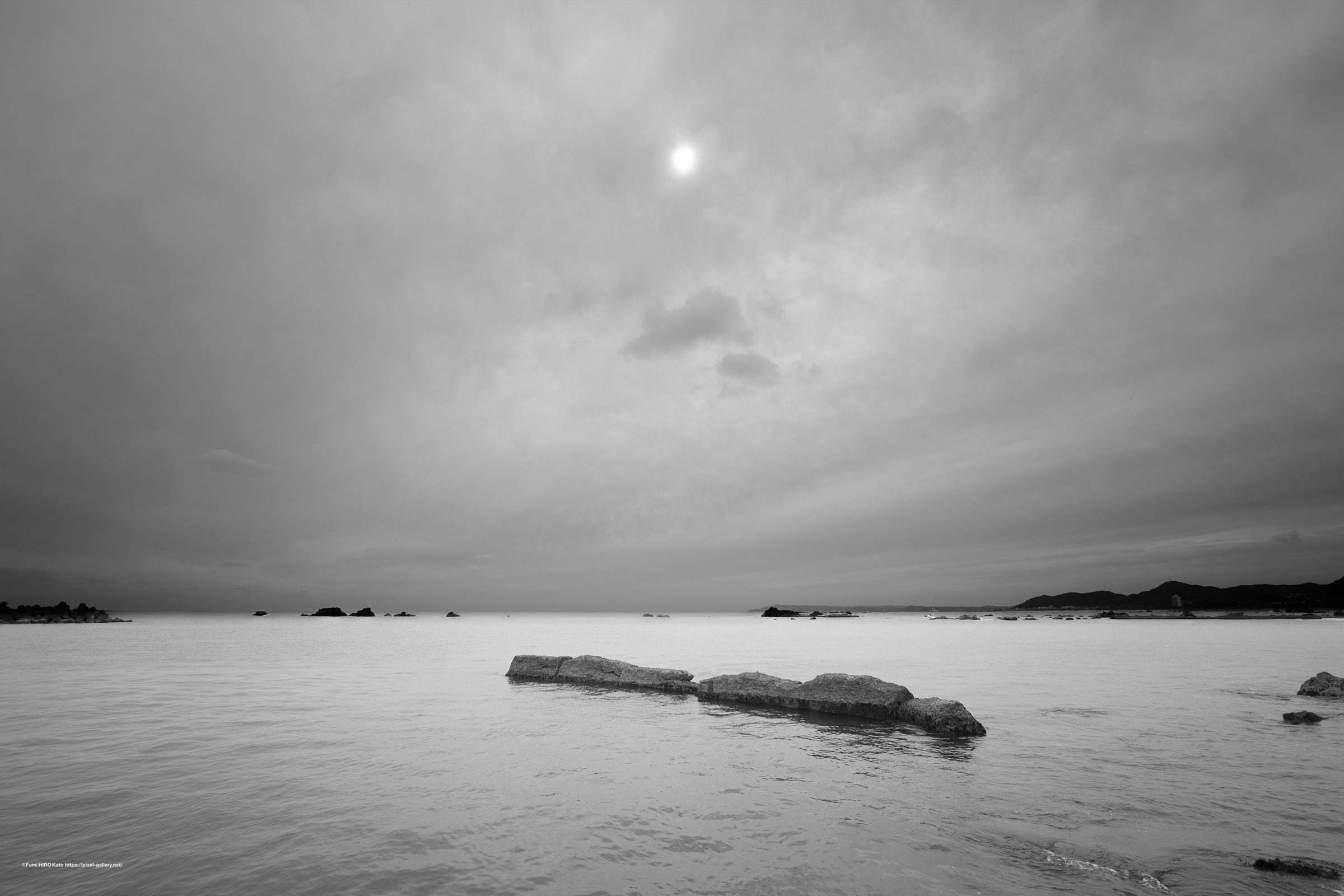 Past Light 20-011 曇天と太陽