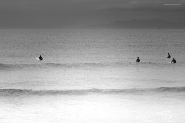 海景 20-025 波を待つ